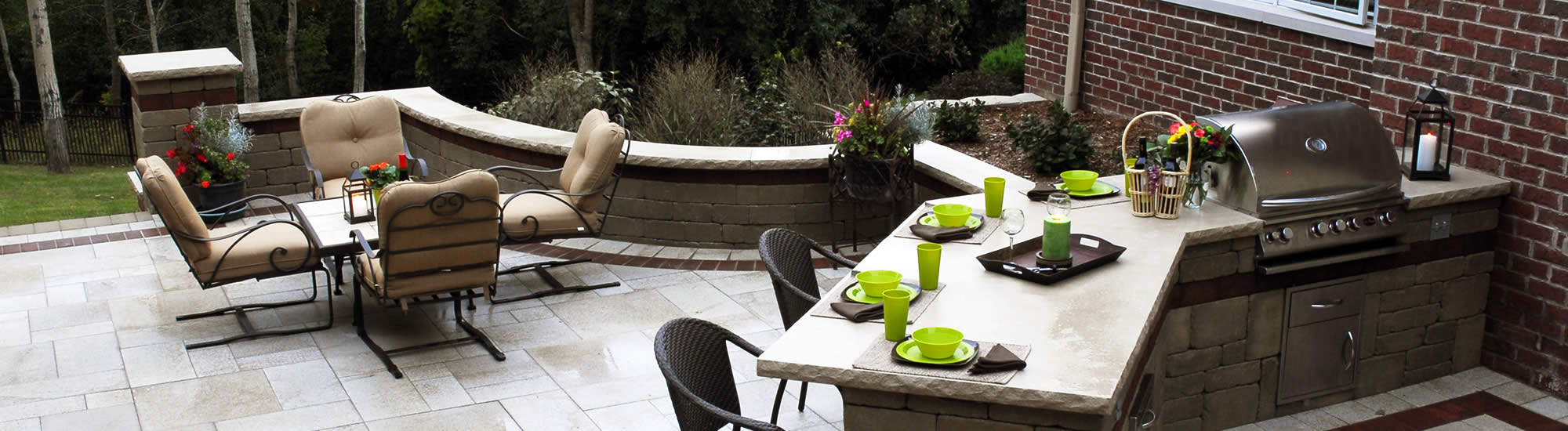 Outdoor Kitchens / BBQ Areas
